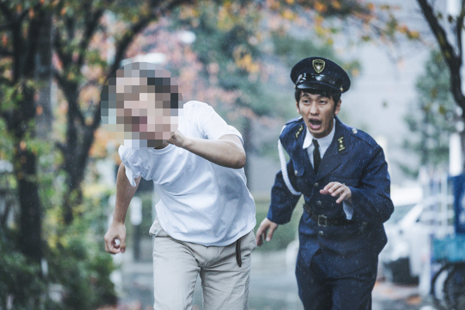 警察「痴漢と疑われたからと言って捜査もせずに逮捕しません!線路に逃げないで><」
