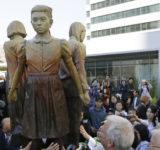 韓国系米国人団体「慰安婦像を展示するぞ!」 英国の民間団体「同じ会場でライダイハン像を展示するぞ!」 ネット「超特大ブーメラン!」